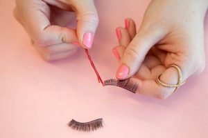 bobby-pin-eye-lash-glue