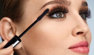 mascara application